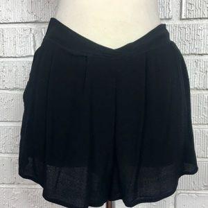 BP gauzy pleated short shorts small